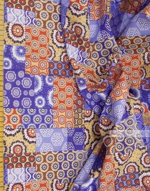 Tissu en Folklore au Metre ''Beige-Blue Flap''}