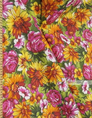 Tissu Russe Fleuri ''Wildflowers On A Bright Field (Light Green)''}