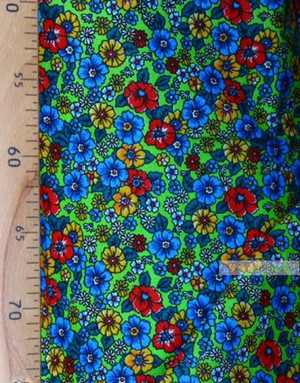 Tissu coton fleuri au metre ''Wild Flowers On A Green Field''}
