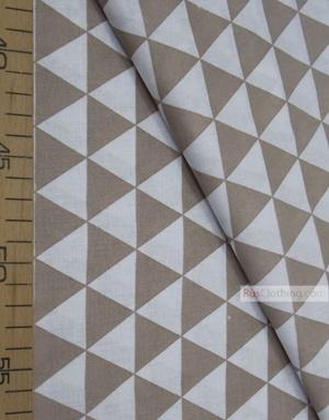 Tissu géométrique au metre ''Coffee, White Triangles''}