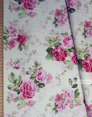 Tissu coton fleuri au metre ''Bouquet Of Roses On A Soft Cream Field''}