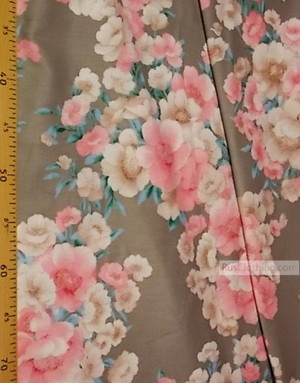 Tissu coton fleuri au metre ''Pink And Beige Flowers On Grey''}