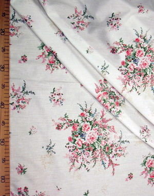 Tissu coton fleuri au metre ''Vintage Flowers On Milk''}