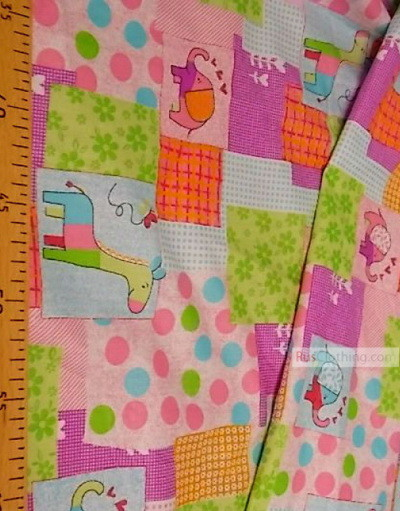 Tissu pour bébé au metre ''Elephant And Giraffe On A Flap''}