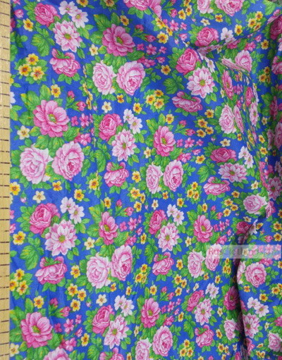 Tissu coton fleuri au metre ''Large Roses On Blue''}