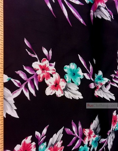 Tissu Viscose au metre ''Garland Of Flowers On Black''}
