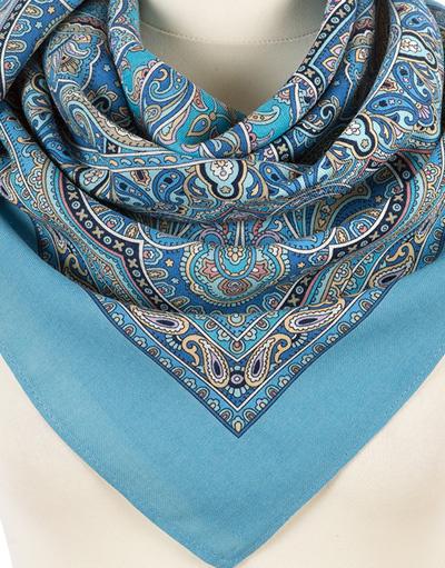 Wool shawl ''Pearly dews''