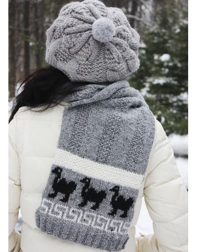 Pompom hand knit beret